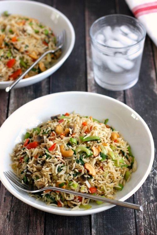 Arroz con verduras y anacardos